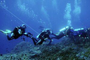 diving cruising banda sea scuba diver