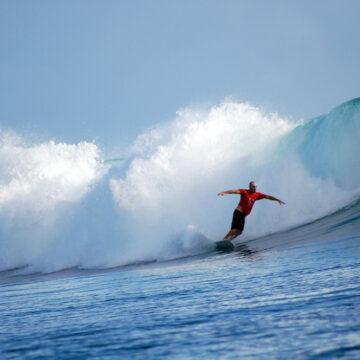 Surfing Liveaboard top