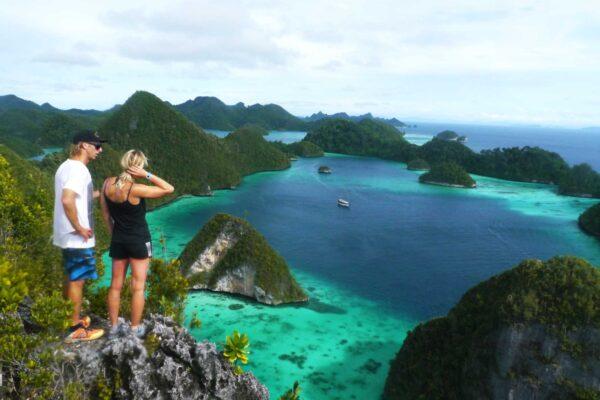 indonesia cruise raja ampat view point wayag tour