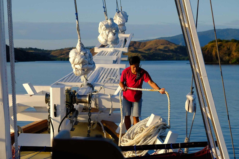 liveaboard indonesia cruising sailor phinisi