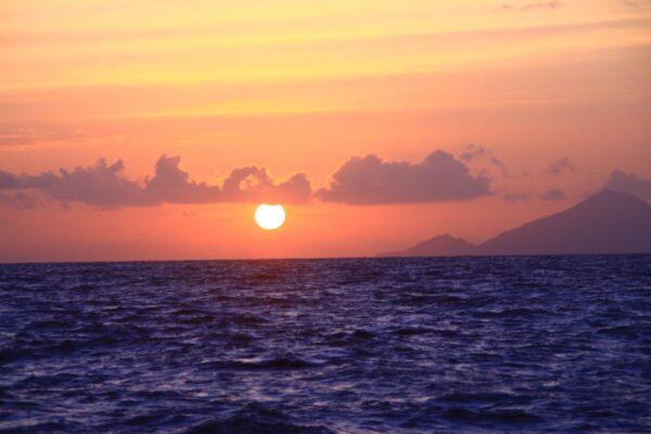 Couché du soleil à bord d'une croisière plongée en Indonésie