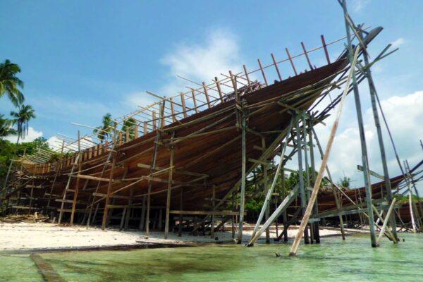 Identity boatbuilding bira phinisi tanahbaru woodenboat traditionnal